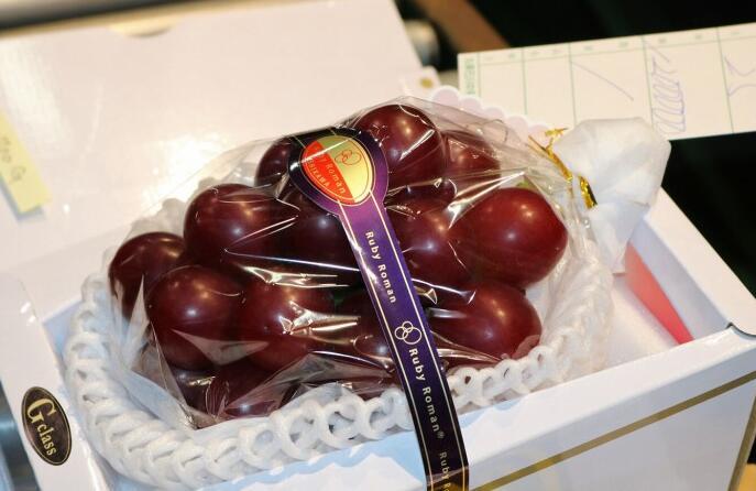 """最贵的葡萄诞生:日本一串""""浪漫红宝石""""葡萄以140万日元成交"""